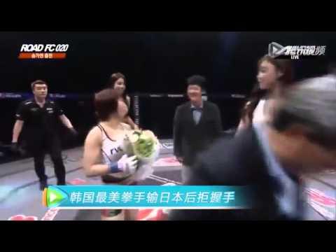 韓國女拳手宋佳妍〝內衣被扯出〞 險露點,拒絕與日本拳手握手!
