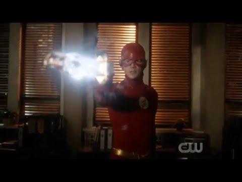 The Flash 5x22 Opening Scene (HD)