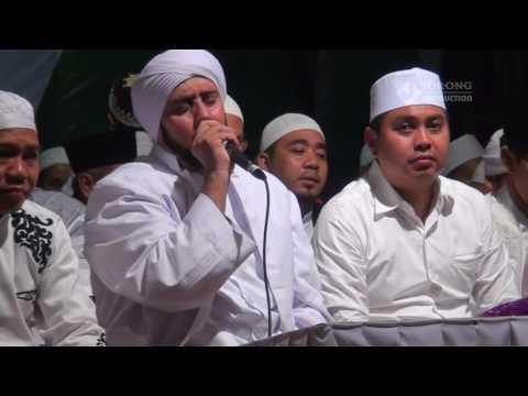 Video Habib Syech - Sholatun Bissalamil Mubin download in MP3, 3GP, MP4, WEBM, AVI, FLV January 2017