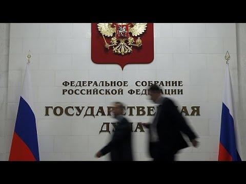 Την ενδοοικογενειακή βία αποποινικοποιεί η Δούμα