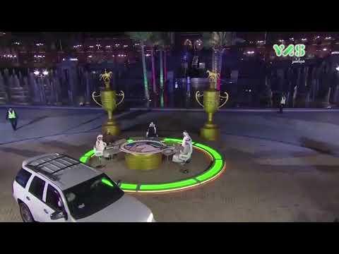 العرب اليوم - لحظة اقتحام امرأة بسيارتها ستوديو قناة إماراتية