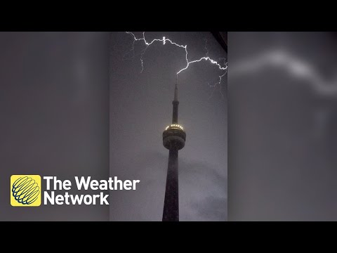 Lightning strikes CN Tower in spectacular fashion