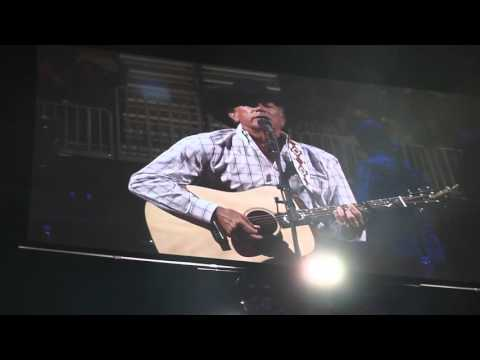 George Strait honors Merle at his Vegas shows