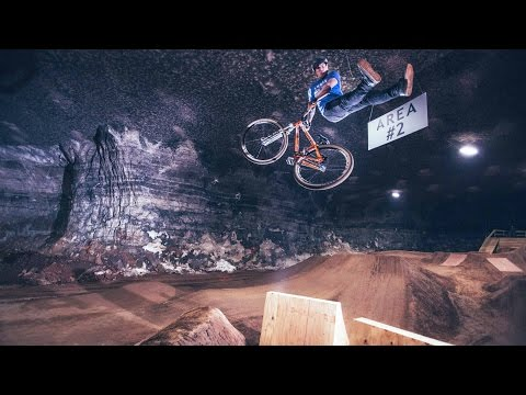 Underground MTB Dirt Jump Session in the Mega Cavern (видео)
