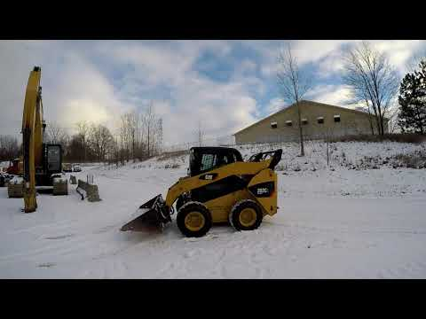 CATERPILLAR CHARGEURS COMPACTS RIGIDES 262C2 equipment video KG8hHQlkr_I