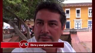 Residentes de la zona rosa de Barbosa en Antioquia, oyeron un bullicio. Eran los gritos de Édison García, el Alcalde del municipio. Aparentemente borracho les dijo malas palabras a los policías que intentaron calmarlo. Además de explayar su retahíla de obscenidades, le pegó al policía más antiguo de Colombia, al Sargento Mayor Dagoberto Bermúdez; el Sargento le pidió a la primera autoridad del municipio que los respetara, pero se enfureció.