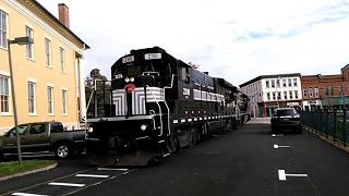 Farmington (NY) United States  city photos gallery : November Railfanning: FGLK Train Blows Thru Main St At Canandaigua, NY