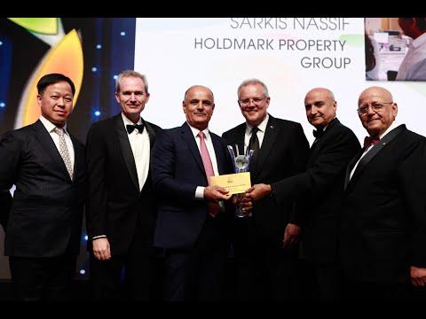 The Winner of the Henry Ngai Med-Lrg Business Award Sarkis Nassif of Holdmark