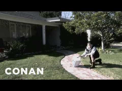 Conan - Lousy FedEx Delivery Guys