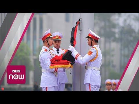 Treo cờ rủ quốc tang nguyên Chủ tịch nước Lê Đức Anh | VTC Now - Thời lượng: 0:52.