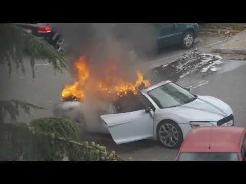 Audi R8 en llamas