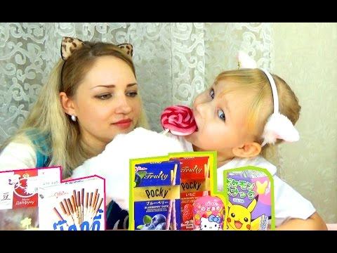 ВКУСНЯШКИ из Японии Алиса пробует с мамой конфеты сладкие палочки и леденцы (видео)