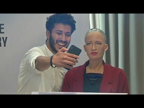 العرب اليوم - شاهد :  الروبوت صوفيا تخاطب المصريين حول فوائد الروبوتات للبشرية