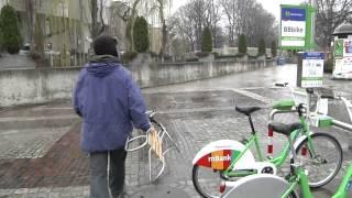 Sanki z miejskiej wypożyczalni rowerów