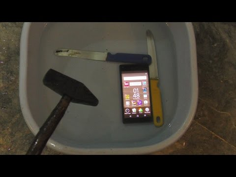 Sony Xperia Z5 Compact Underwater Hammer & Knife Test (4K)