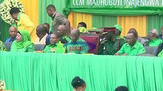 Azam TV - Magufuli amfanyia 'surprise' Kinana ndani ya mkutano mkuu CCM, mwenyewe ajibu