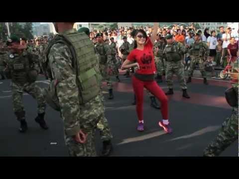 Golden Path of Love: Pando Flashmob at Car Freeday