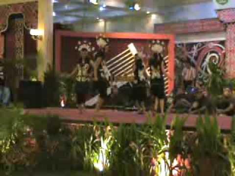 Tari Dayak / Dayak Dance Kalimantan Barat (  Ajat Bemayin Ngutek Pangan )