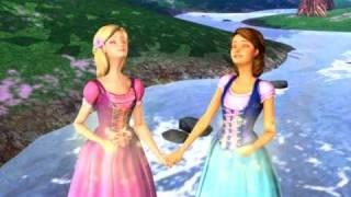 http://www.cinekids.net78.net/ Barbie e Teresa vivem em um chalezinho na floresta. Um dia elas encontram um espelho...
