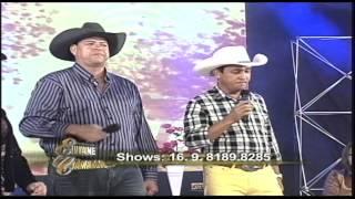 Julio Carreiro e Capitão cantam