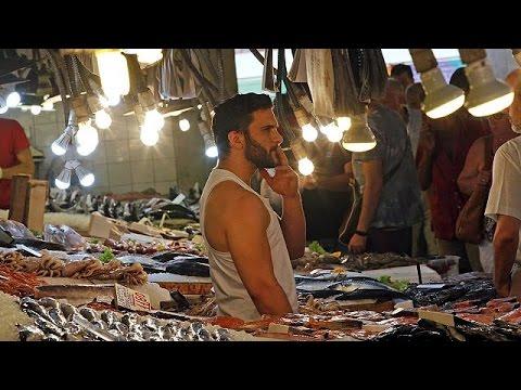 Ελλάδα: Με κομμένη την ανάσα οι πολίτες παρακολουθούν τις εξελίξεις στις Βρυξέλλες