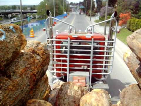 Грузовики Peterbilt logging truck with VERY LOUD PIPES!