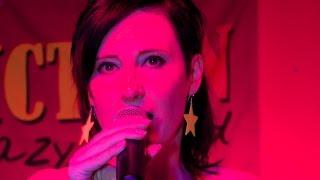 Video Ava Chrtková zpívá píseň Sunny s kapelou Night Fiction