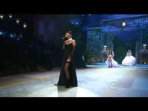 Video Rihanna - Diamonds- Ao Vivo no Victorias Secret Fashion Show 2012 download in MP3, 3GP, MP4, WEBM, AVI, FLV February 2017