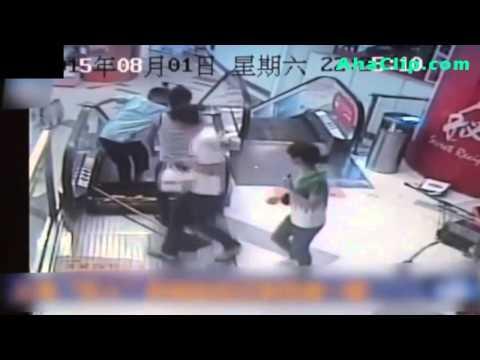 Thang cuốn kẹt đứt chân người ở Thượng Hải :(