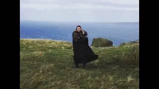 Emilia Clarke Kit Harington Game of Thrones set Inscreva-se/Subscribe: www.youtube.com/user/anime1981 Box – As Crônicas...
