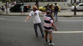 Depois de muita confusão, gritaria, vandalismo, problemas na prefeitura, CICINHOOOO, cantadas com as mulheres dos ônibus e...