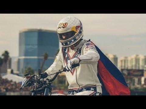Vídeos de 'Travis Pastrana completa los 3 saltos de Evel Knievel (VIDEO)'