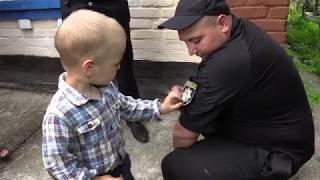 Щасливий порятунок: 3-річного дослідника по вінницьких лісах розшукувало 200 поліцейських з собаками та ціле село
