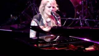 Coeur de pirate : Umbrella  (cover Rihanna) [HQ]