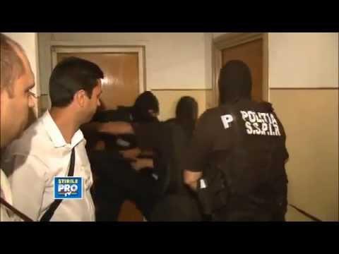 Romanian Police VS. Door   EPIC FAIL