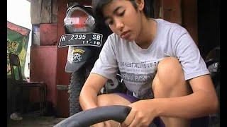 Download Video USAI TUGAS, BRIPDA EKA NYAMBI MENAMBAL BAN MOTOR MP3 3GP MP4