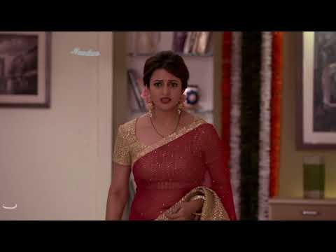 Divyanka Tripathi Deep Chubby Navel And Cleavage Show In Red Hot Low Hip Saree