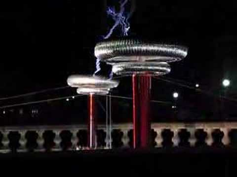 Tesla Coil Rocks Out
