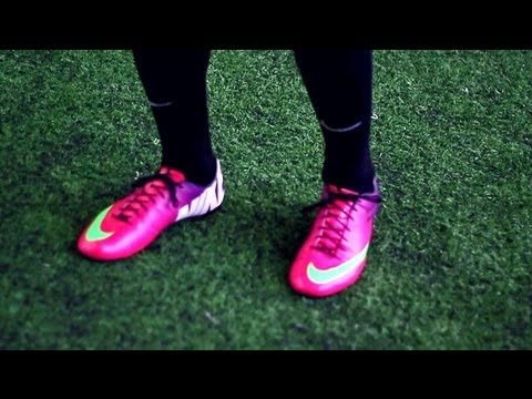 mercurial_vapor_video - EXCLIUSIVE 2013: Nike Mercurial Vapor 9 ACC Fireberry  1.COLORWAY on 1. Channel: http://youtube.com/freekickerz  Facebook: http://on.fb.me/JIG9fm || Twit...