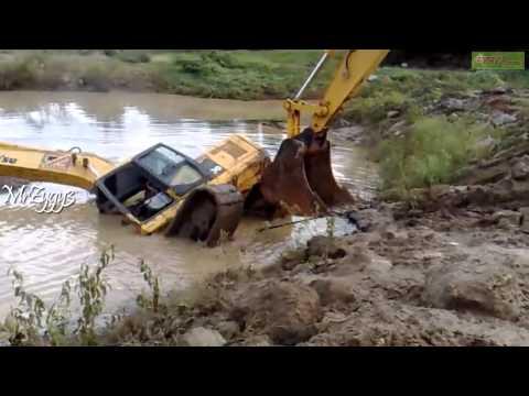 Excavator Komatsu Pulling Komatsu PC200 Stuck in Pond
