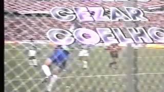 Nota: Imagens restauradas de fita VHS, a qualidade de áudio e vídeo foram comprometidas pelo tempo.