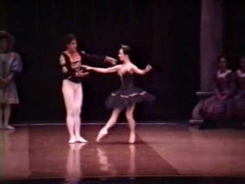 Black Swan Yoko & Nonoy