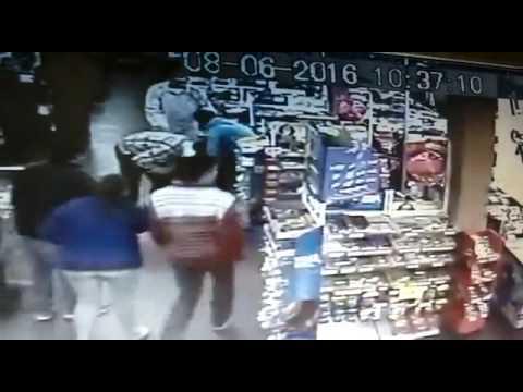Vídeo: Jovem é espancado dentro de mercado em Cambé
