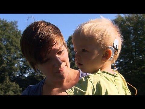 hören - Von 1000 Neugeborenen kommen ein bis zwei Kinder mit einem Hörschaden zur Welt. Sie können weder sprechen lernen noch die Stimme ihrer Eltern erkennen. Eine ...