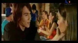 Video Ratu - Salahkah Aku Terlalu Mencintaimu MP3, 3GP, MP4, WEBM, AVI, FLV September 2018