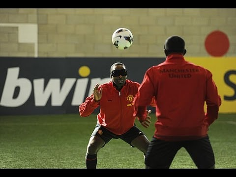 Telepathic football: Yorke & Cole vs Rooney, Welbeck & Hernandez