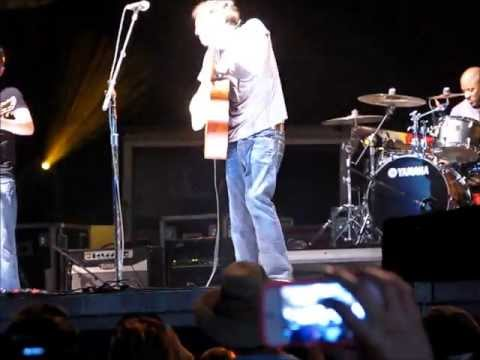 Phillip Phillips - This was so much fun! 1000s turned out to see Phillip Phillips at SunFest in West Palm Beach, FL on May 4. He closed his set (before encore) with this fan fa...