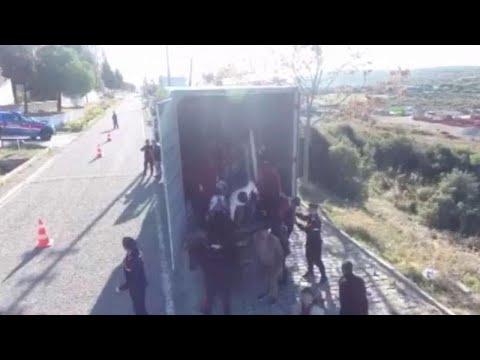 Δεκάδες μετανάστες με προορισμό τη Λέσβο εντοπίστηκαν σε φορτηγό…