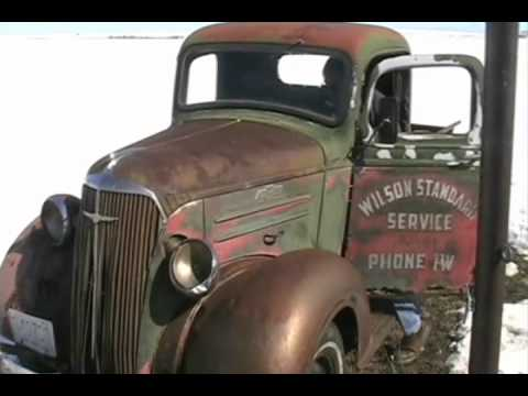 Old 1937 Chevy truck  -  cold start