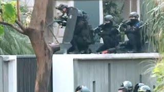 Video Aksi Penyergapan Polisi Masuk ke Rumah Lokasi Penyanderaan MP3, 3GP, MP4, WEBM, AVI, FLV September 2018